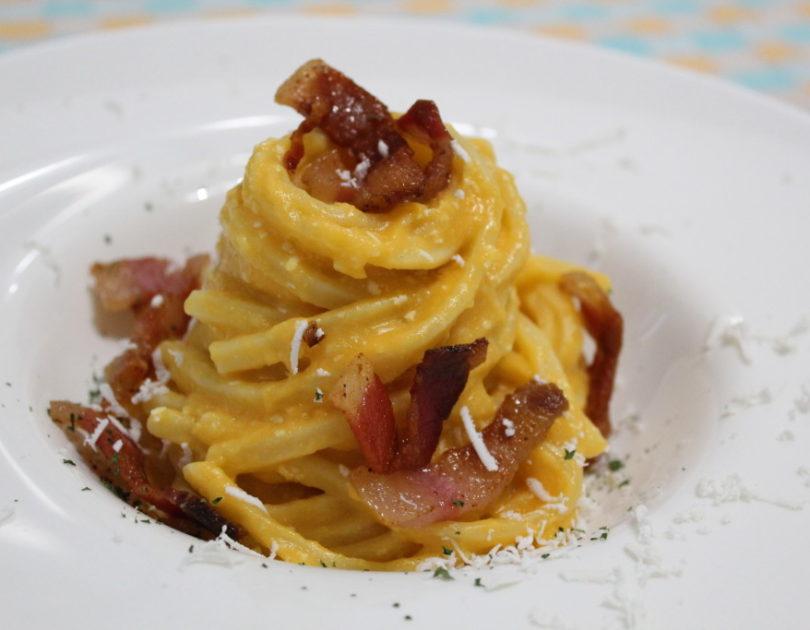 Stringozzi con crema di zucca, guanciale croccante e cacioricotta
