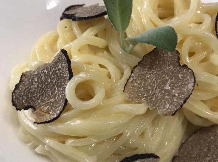 Spaghetti al burro e tartufo scorzone