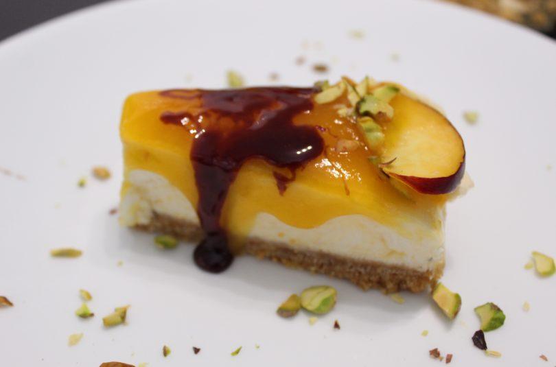 Cheesecake alle pesche con riduzione di Montepulciano
