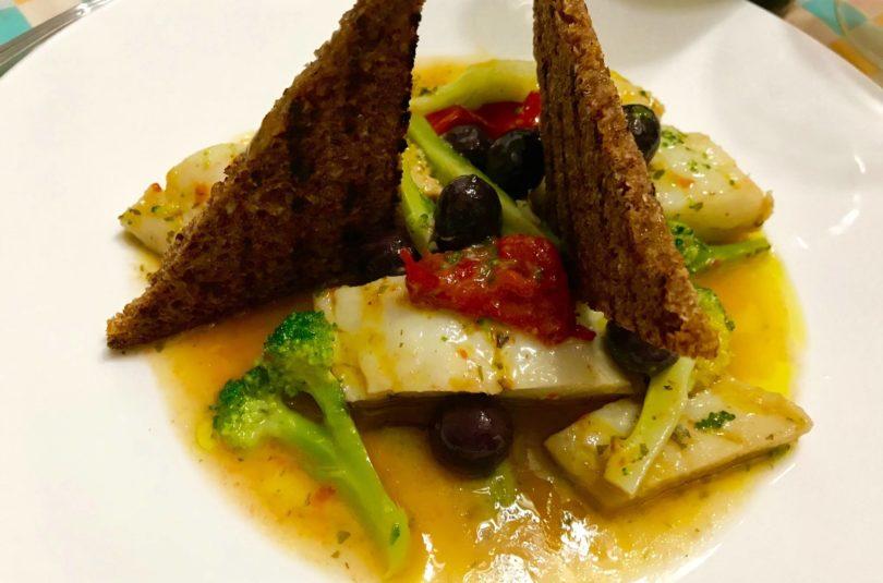 Umido di baccalà con broccoli e pane di segale